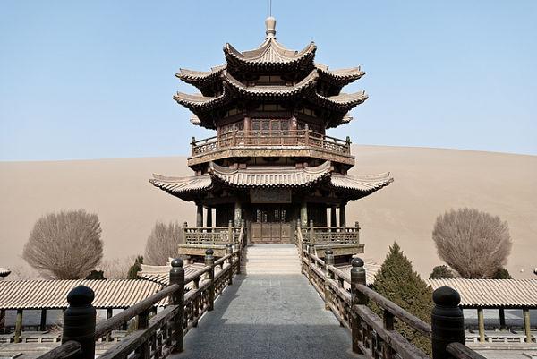 lago Yueyaquan pagoda